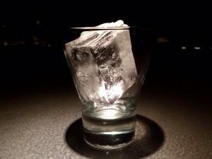 『溶けた氷の汁を舐めるな』